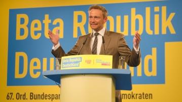 Christian_Lindner_auf_dem_Bundesparteitag_in_Berlin,_2016